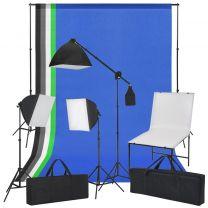 Fotostudioset met opnametafel, lampen en achtergronden